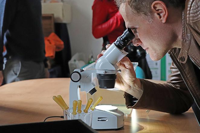 CEAS-esperienza-microscopio