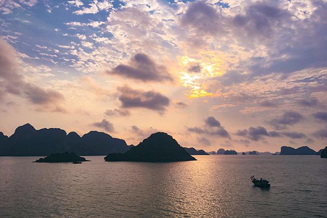 crociera-nella-meraviglia-naturale-di-halong-bay-alba