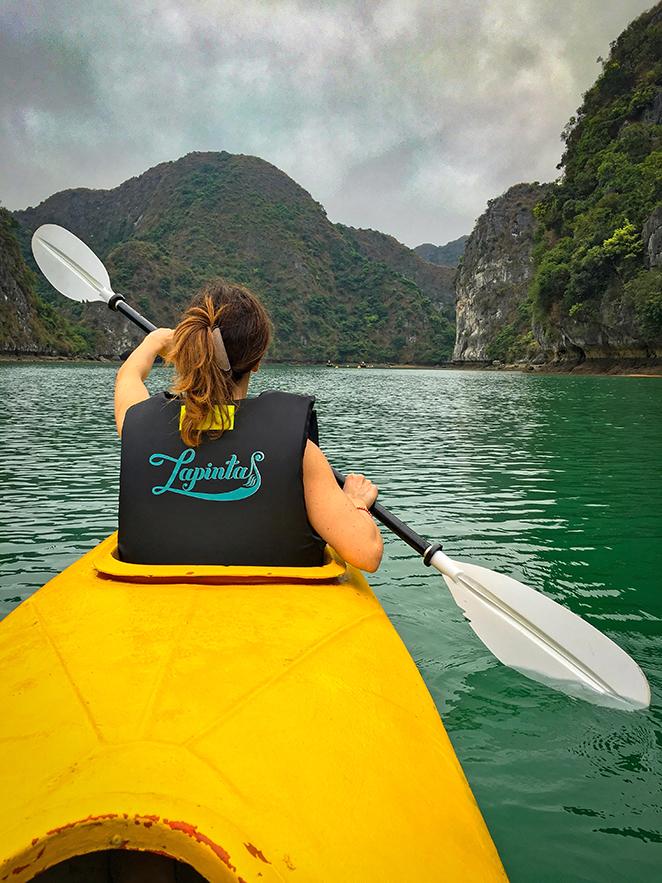 crociera-nella-meraviglia-naturale-di-halong-bay-kayak-elisa