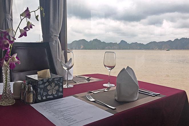 crociera-nella-meraviglia-naturale-di-halong-bay-tavola