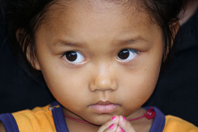 Viaggio-in-Vietnam-Cambogia-e-Singapore-bambina-vietnamita