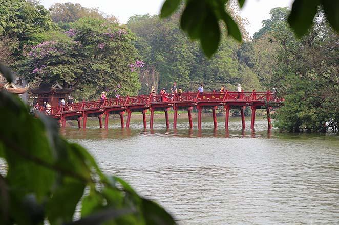 Viaggio-in-Vietnam-Cambogia-e-Singapore-hanoi-lago-della-spada-restituita