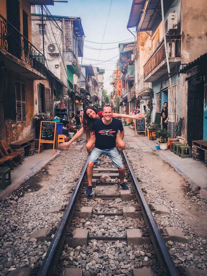 Viaggio-in-Vietnam-Cambogia-e-Singapore-hanoi-trainstreet-elisa-enrico