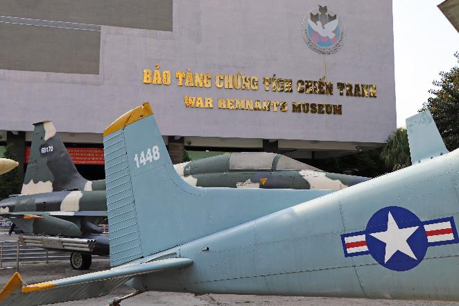 Viaggio-in-Vietnam-Cambogia-e-Singapore-museo-guerra-aerei