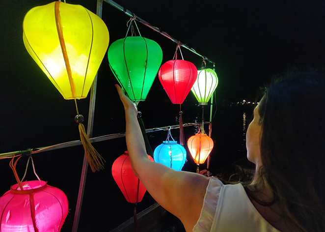 Viaggio-in-Vietnam-Cambogia-e-Singapore-hoian-lanterne-fiume-elisa
