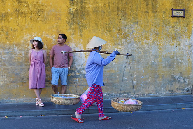 Viaggio-in-Vietnam-Cambogia-e-Singapore-hoian-vietnamiti-per-strada