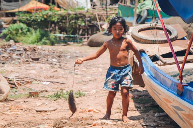 Kampong-Pluck-cambogia-bambino-con-topo-2