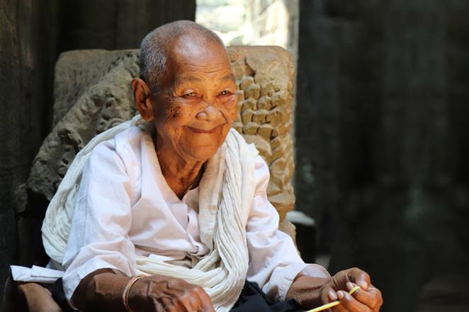 i-sorrisi-della-cambogia-anziana-angkor