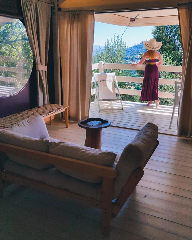 Esperienza-glamping-BeVedetta-Lodge-veranda-elisa